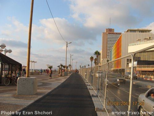 שביל אופניים טיילת תל אביב בסלילה 27/8/2011