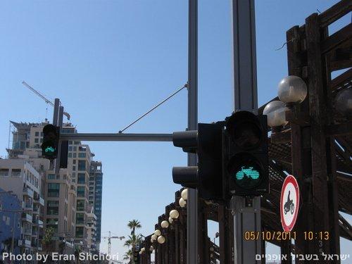 רמזור האופניים הראשון בישראל, טיילת תל אביב
